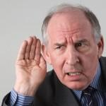 Pri težavah s sluhom vam zanesljivo pomaga zaušesni ojačevalnik zvoka