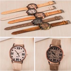 Modna ročna ura v teksturi lesa