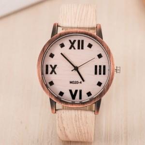 Modna ročna ura v teksturi lesa - beli hrast